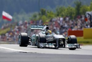 Germania, pole ad Hamilton - Ferrari in quarta fila