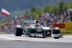 Germania, pole ad Hamilton - Ferrari in quarta fila