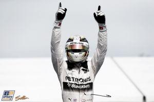 Lewis Hamilton vuelve a lo más alto del cajón