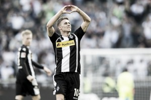 Thorgan Hazard sai do banco, faz dois, e Mönchengladbach vira sobre Hertha Berlin