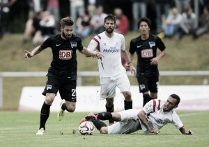 Suárez y Arribas debutan en un buen partido sevillista