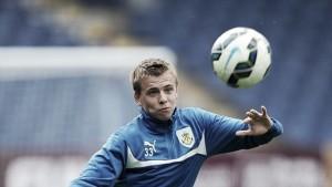 Burnley release young midfielder Hewitt