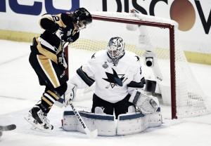 San Jose evita el jaque mate de Pittsburgh y fuerza el sexto partido