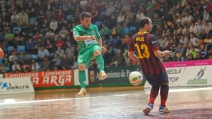 El Barça Alusport sabe sufrir para seguir segundo