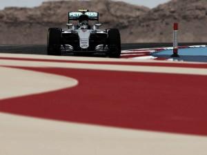 Nico Rosberg lidera los primeros entrenamientos libres deBaréin