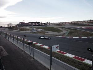 Lewis Hamilton mantiene presionado el acelerador de Mercedes