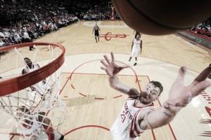 Harden mantiene a sus Rockets en Playoffs