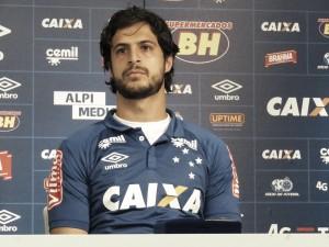 """Apresentado oficialmente, Hudson afirma: """"Sou mineiro, cresci vendo a grandeza do Cruzeiro"""""""