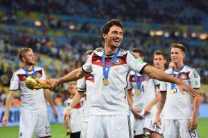Hummels: I'm happy at Dortmund