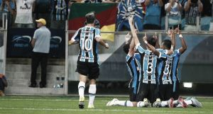 Grêmio vence Joinville de virada e permanece no G-4