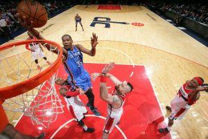 Resumen NBA: Hawks y Warriors siguen a lo suyo, mientras se compite por los últimos puestos de playoffs