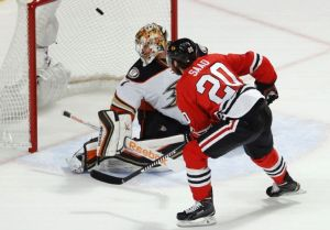 Chicago Survives Three Anaheim Goals in Less Than a Minute to Defeat Ducks