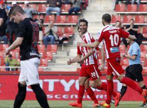 El Girona ganó con contundencia para recortar