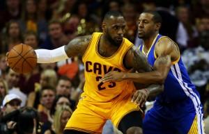 NBA Finals - Golden State riabbraccia Iguodala