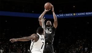 Nba, i Warriors rischiano ma la spuntano contro Brooklyn. Denver travolta dai Suns
