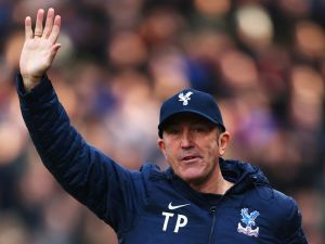 Pulis leaves Palace