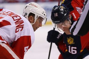 Detroit Red Wings Score Four In The Second Period, Beat Florida Panthers, 5-4