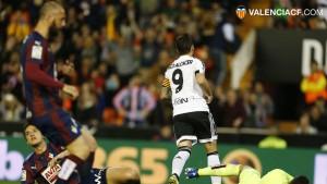 """Alcácer: """"Es muy importante para mí una noche como esta, necesitaba marcar goles"""""""