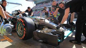 Mercedes domina los primeros libres escoltado por los Ferrari