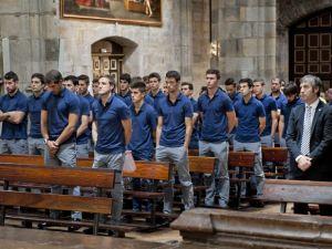 El Athletic realizó su tradicional visita a la Virgen de Begoña