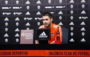 """Carles Gil: """"Solo me planteo ganarme un puesto"""""""