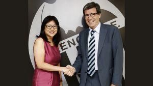 Meriton, Bankia y Fundación dan las llaves del Valencia a Peter Lim