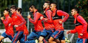 El Valencia se entrena bajo la lluvia alemana