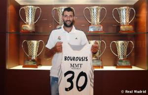 Bourousis refuerza el juego interior blanco