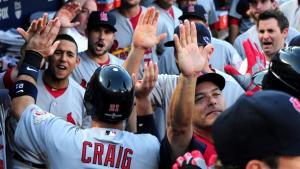 Entre objetos y polémica, los Cardinals emprenden el vuelo hacia el trono