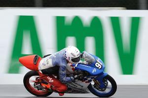 Wayne Ryan se lleva la primera victoria de Moto3 bajo la lluvia