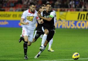 Al Málaga le bastan 45 minutos para ganar en Nervión