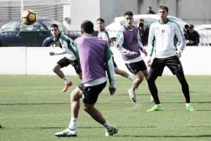 El Betis vuelve a entrenar con la mente puesta en el Granada