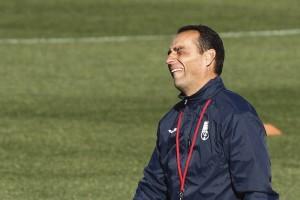 José Luis Oltra deja de ser entrenador del Granada