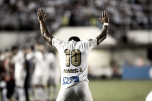 Gabriel desencanta, Santos supera Estudiantes e fica próximo de vaga nas oitavas da Libertadores