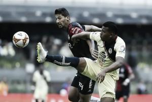 América aprovechó los errores de Hernández para golear al Atlas