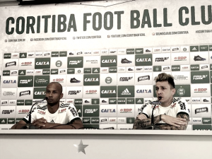Apresentados oficialmente, Jean Carlos e Vinícius Kiss prometem trabalhar duro no Coritiba