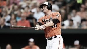 Baltimore Orioles re-sign Mark Trumbo