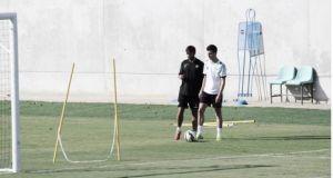 Álex Martínez continúa al margen pero toca balón