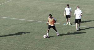 Se prueba Rafa Navarro en el lateral y vuelve Kadir