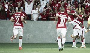 Com gol no último minuto, Internacional bate Atlético-MG e entra no G-4