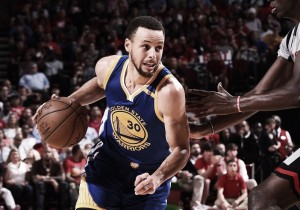 Warriors vence Rockets e alcança marca de 60 vitórias na temporada