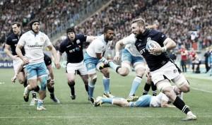 Escocia vence a una combativa Italia