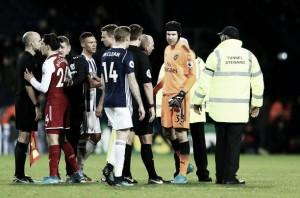 Cech reclama de arbitragem após empate do Arsenal diante do West Brom