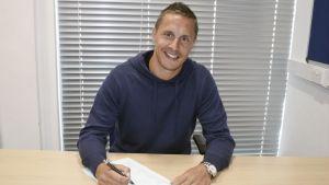 Phil Jagielka renueva con el Everton