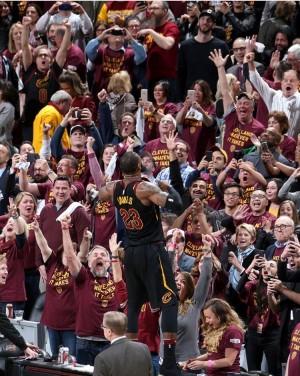 NBA Playoffs: LeBron James è il leone dei Cavaliers, ma pare anche essere solo