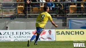 El Cádiz golea con buen fútbol al Melilla para apretar la zona alta de la tabla