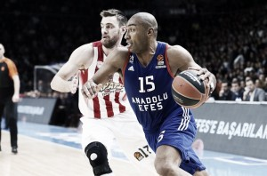 Turkish Airlines EuroLeague - Vantaggio Efes, l'Olympiakos si inchina anche ad Istanbul (64-60)