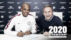 """Fernandinho renova por mais dois anos e engradece City: """"É um prazer fazer parte desse clube"""""""