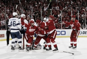 Detroit Red Wings defeat Tampa Bay Lightning in Game 3, cut series deficit to 2-1