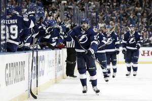 Tampa Bay Lightning advance to second round with Game 5 shutout of Detroit Red Wings